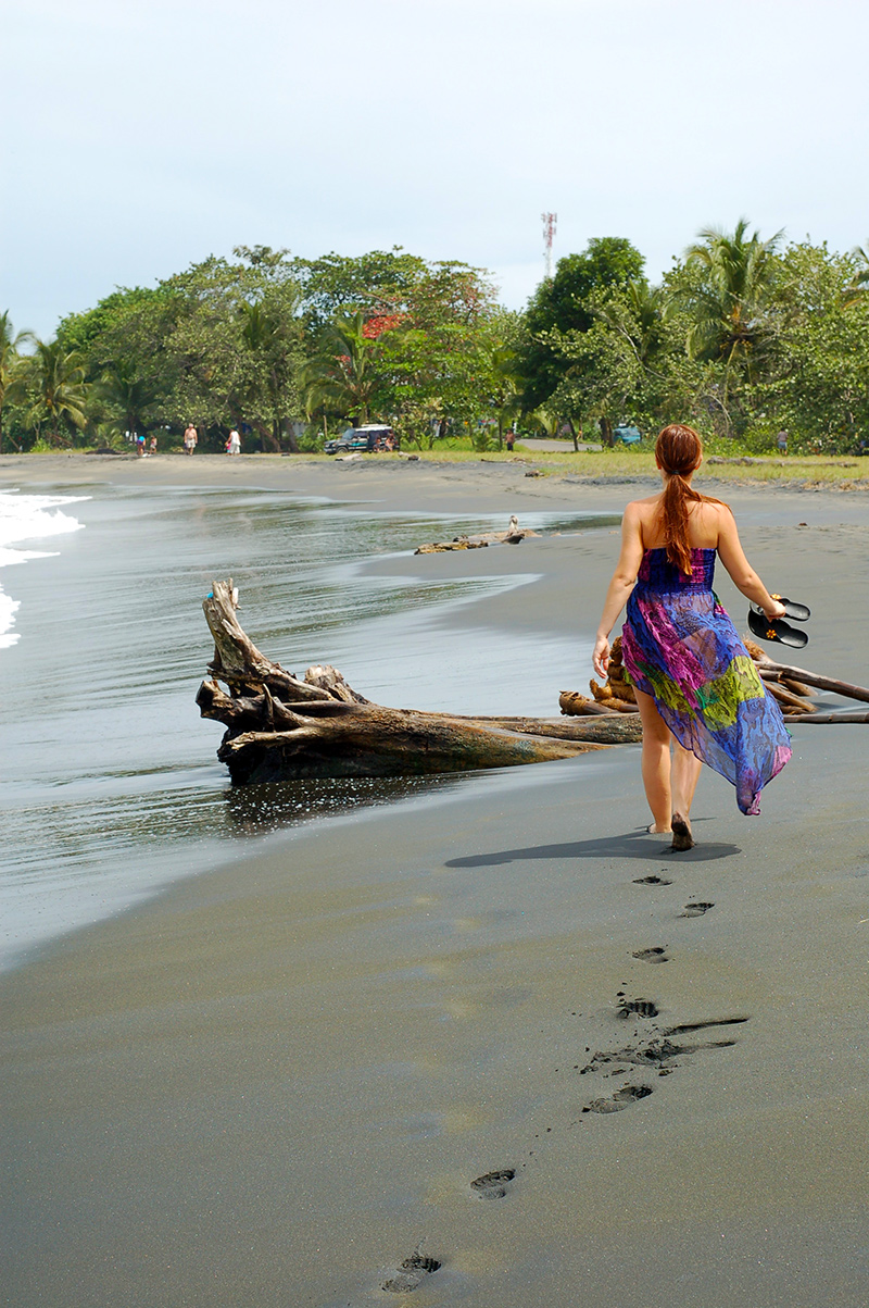 casa-renada-black-sand-beach